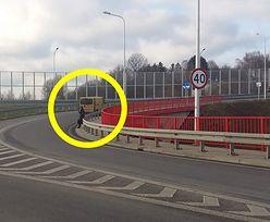 Lublin. Pomogli kobiecie błąkającej się po drodze ekspresowej. Dziwna reakcja pogotowia