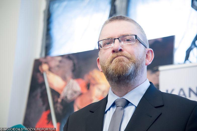 Grzegorz Braun szokuje. Chce wsadzić Biedronia do więzienia