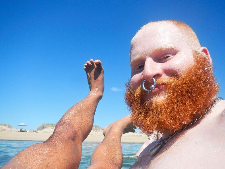 Dlaczego bruneci i blondyni miewają rude brody?