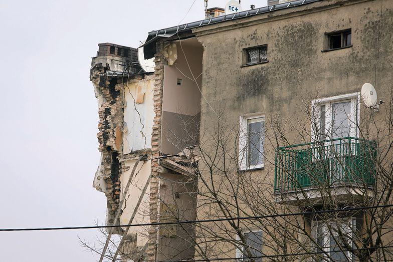 W katastrofie zginęło co najmniej pięć osób, a 21 zostało rannych