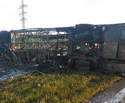 Zderzenie autobusu z ciężarówką. 14 osób nie żyje