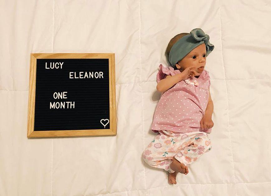 Lucy miesiąc po urodzeniu [facebook.com](https://www.facebook.com/photo.php?fbid=10216987588470188&set=a.10216861115228436.1073741872.1481028782&type=3&theater)