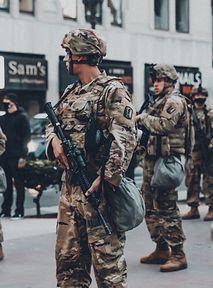Osoby transpłciowe mogą służyć w armii USA – Biden cofnął zakaz Trumpa