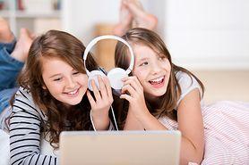 Nastolatki spędzają 9 godzin dziennie, korzystając z mediów