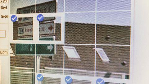 Koniec udowadniania, że nie jesteś robotem. reCAPTCHA już to wie, bo widzi co robisz