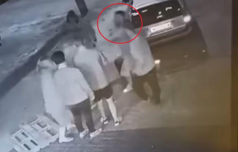Brutalny atak przed Żabką. Policja zatrzymała kolejną osobę