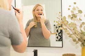 Jak skutecznie usuwać osad i kamień nazębny? Podstawy higieny jamy ustnej