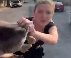 Rzuciła psem jak kawałkiem mięsa. Gdy spadł na ziemię tylko pisnął