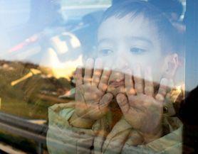 Zapomniał, że zostawił syna w rozgrzanym samochodzie. Dziecko nie żyje