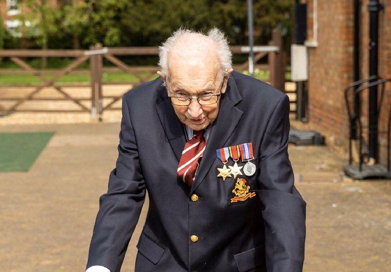 Kapitan Tom Moore zbiera pieniądze na brytyjskich lekarzy.