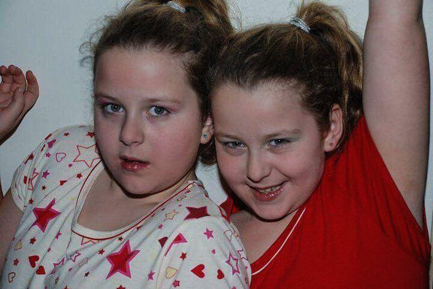 Lucy i Emily były prześladowane w szkole [Caters New Agency]