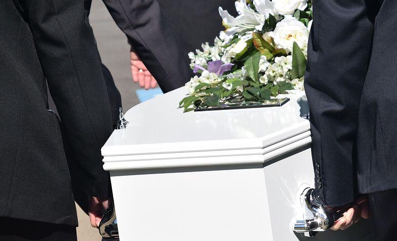 Koszmarny pogrzeb na Dolnym Śląsku. Ksiądz bał się koronawirusa