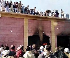 Wściekły tłum podpalił stuletnią świątynię. Dantejskie sceny