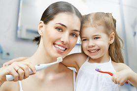 Nietypowe czynniki, które mogą niszczyć twoje zęby (WIDEO)