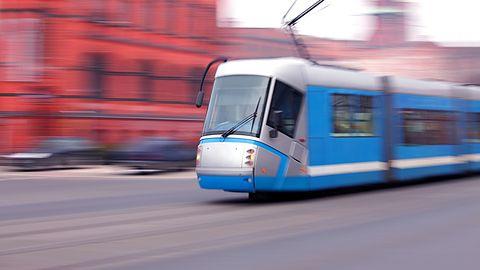 """We Wrocławiu ruszył dziś nowy system biletowy. Jaka jest cena """"nowoczesności""""?"""