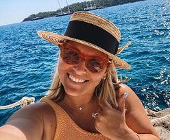 Odważne zdjęcie Dominiki Cibulkovej. Karmi piersią w prywatnym samolocie