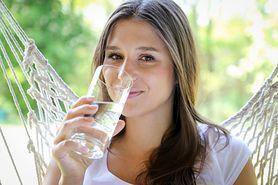 Picie wody – zdrowy nawyk, którego warto się nauczyć. Zobacz, jak to zrobić