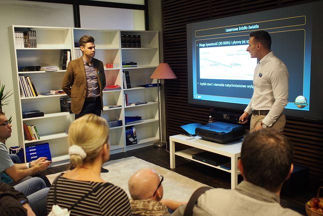Prezentacja ultra krótkoogniskowego projektora Epson