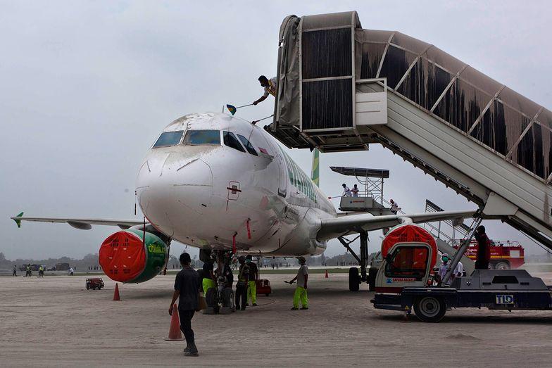 Indonezja. Miał COVID-19. Przebrał się za żonę, by polecieć samolotem