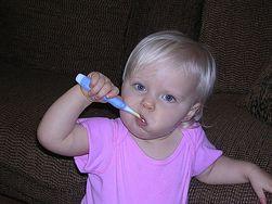 Jak pomóc dziecku, gdy ząbkuje?