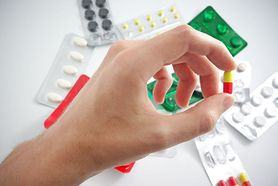 Plusy i minusy leczenia farmakologicznego migreny