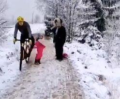 Skandaliczne zachowanie rowerzysty. Kopnął 5-latkę! [WIDEO]