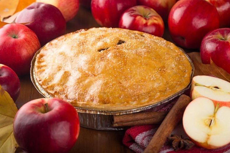 Placek z jabłkami. Przepis na tradycyjne amerykańskie ciasto