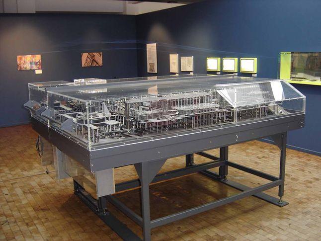 Komputer Z1 - rekonstrukcja (Źródło: Wikimedia Commons, Stahlkocher, Lic. CC BY-SA 3.0)