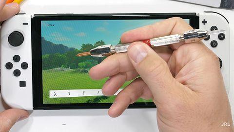 Nintendo Switch OLED w rękach testerów. Wniosek? Ekran łatwo się niszczy