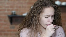 Suchy kaszel – przyczyny, diagnozowanie, domowe sposoby