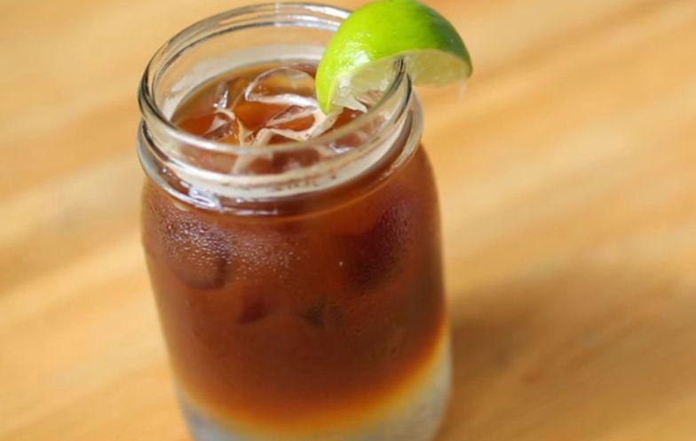 Przepis na espresso tonic. Niestandardowe połączenie doskonałe na lato