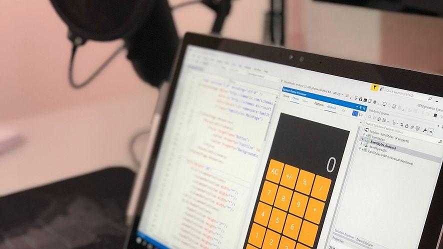 Microsoft Visual Studio 2019 już jest. SI wspomaga uzupełnianie kodu IntelliCode