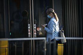 """SARS-CoV-2 zostanie z nami na dłużej. """"Trzeba się spodziewać większych pandemii co kolejne dekady"""""""