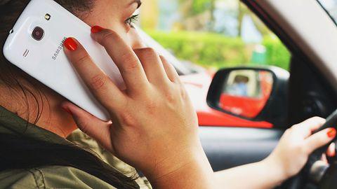Google chce uniemożliwić kierowcom korzystanie ze smartfona w czasie jazdy. Ma już patent