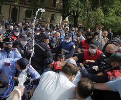 Zamieszki na ulicach Tirany. Ludzie są wściekli za zburzenie Teatru Narodowego