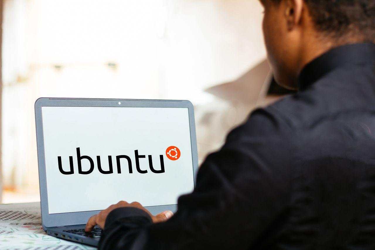 """Ubuntu 21.04 wydane. System jest już dostępny do pobrania - Ubuntu 21.04 debiutuje pod kryptonimem """"Hirsute Hippo"""""""