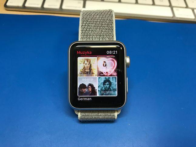 WatchOS 4 sprawił, że zegarek Apple z powodzeniem może zastąpić iPoda. Zegarek może odtwarzać muzykę bez konieczności posiadania iPhone'a. Oczywiście potrzebne są słuchawki Bluetooth.