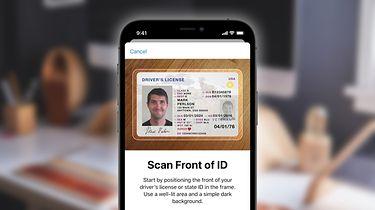 Dowód osobisty w iPhonie: iOS 15 ma wprowadzić nową opcję - iOS 15 ma umożliwić dodawanie dokumentów potwierdzających tożsamość do Portfela.