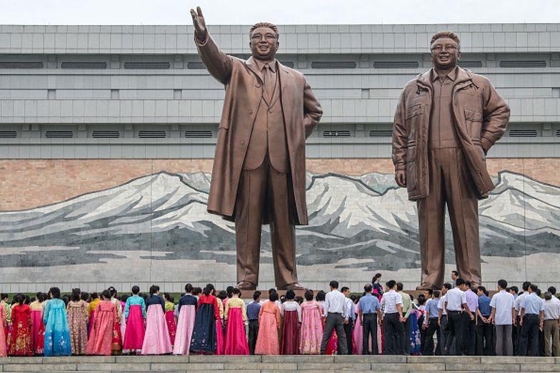 """Dożywocie lub kara śmierci. Kim Dzong Un chce """"chronić"""" przed demoralizacją"""