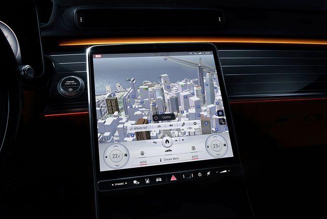 Centralny ekran ma przekątną niecałych 13 cali i jest wykonany w technologii OLED, fot. Mercedes-Benz.