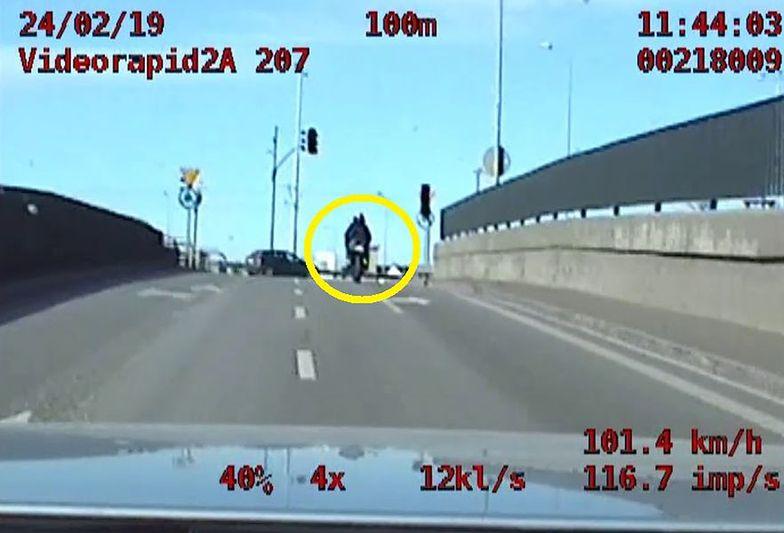 Policja z Gdańska ścigała pirata drogowego. Nagranie z radiowozu