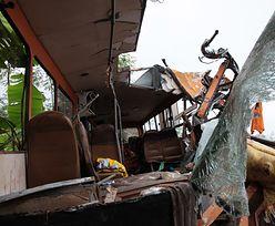 Potworne zderzenie autobusów. Co najmniej 50 osób spłonęło żywcem