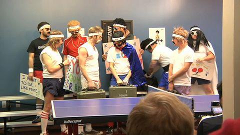 Jak Bungie gra w ping-ponga?