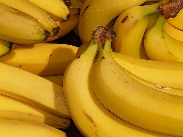Banany, kiwi, brzoskwinie, śliwki, mango i morele
