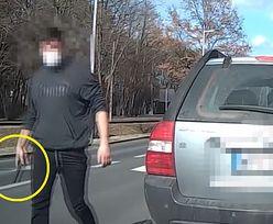 Kierowca zaczął cwaniakować w Piasecznie. Teraz cały internet się śmieje