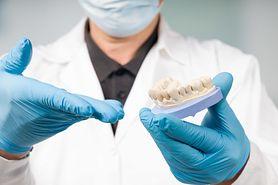 Ścieranie zębów – przyczyny, objawy i postępowanie
