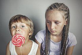 Zazdrość o rodzeństwo - jak sobie z nią radzić i łagodzić spory?