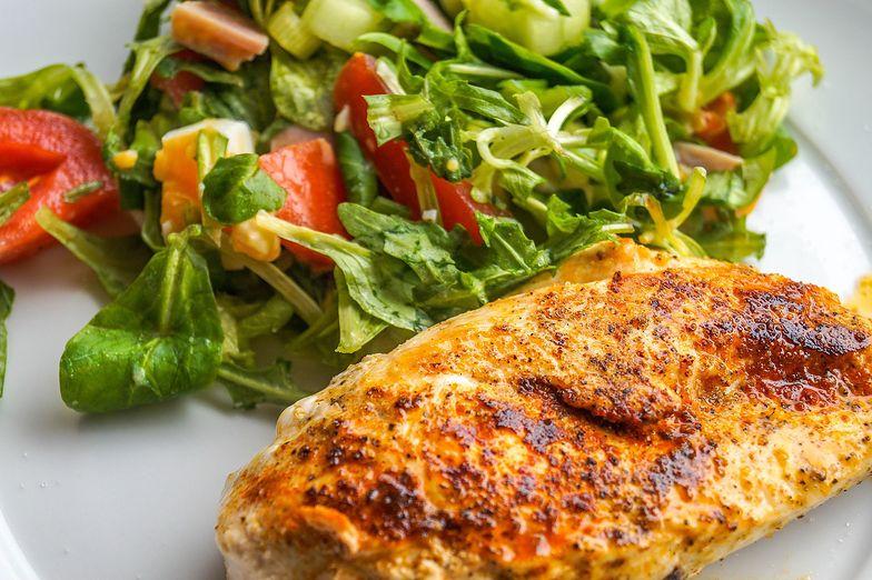 Przepis na kurczaka według Anny Lewandowskiej. Prosty, wyborny i fit