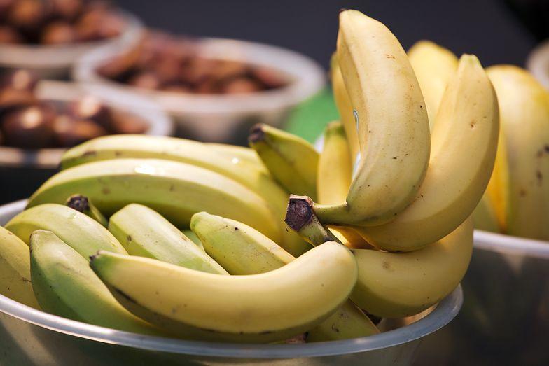 Bananów z taką skórką lepiej nie jeść. Nie warto ryzykować