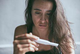 Jak działa test ciążowy? Wskazania, rodzaje i przebieg testu ciążowego